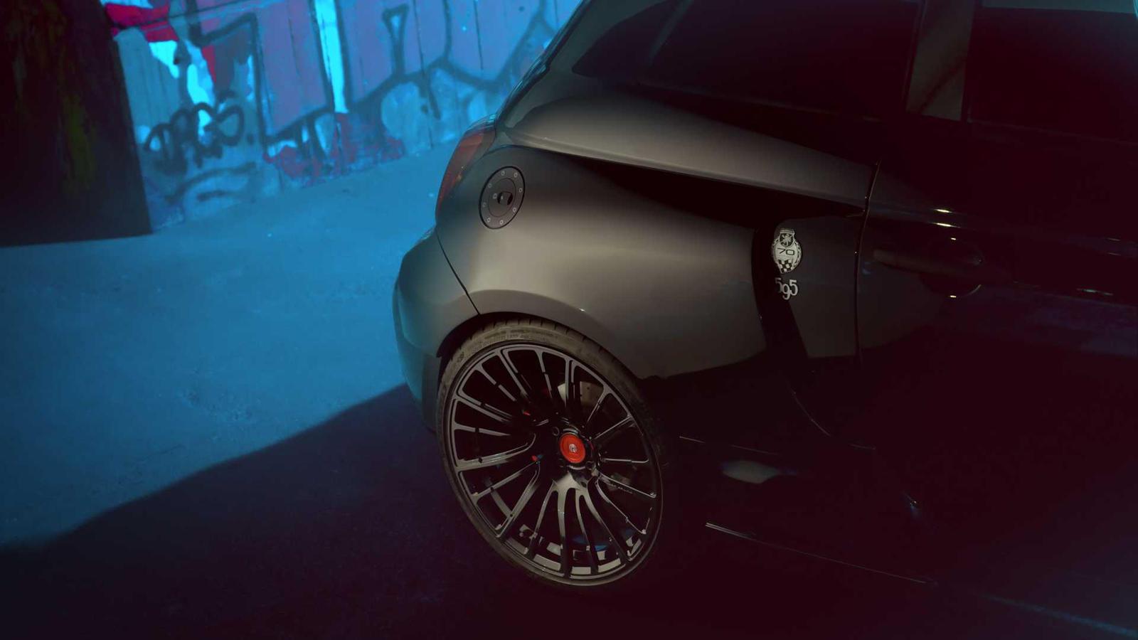1,4-литровый четырехцилиндровый двигатель с турбонаддувом, созданный на базе Fiat 500 Abarth 595 Competizione, был форсирован до 217 лошадиных сил и 349 Нм по сравнению с 177 л.с. и 249 Нм в стандартном автомобиле.