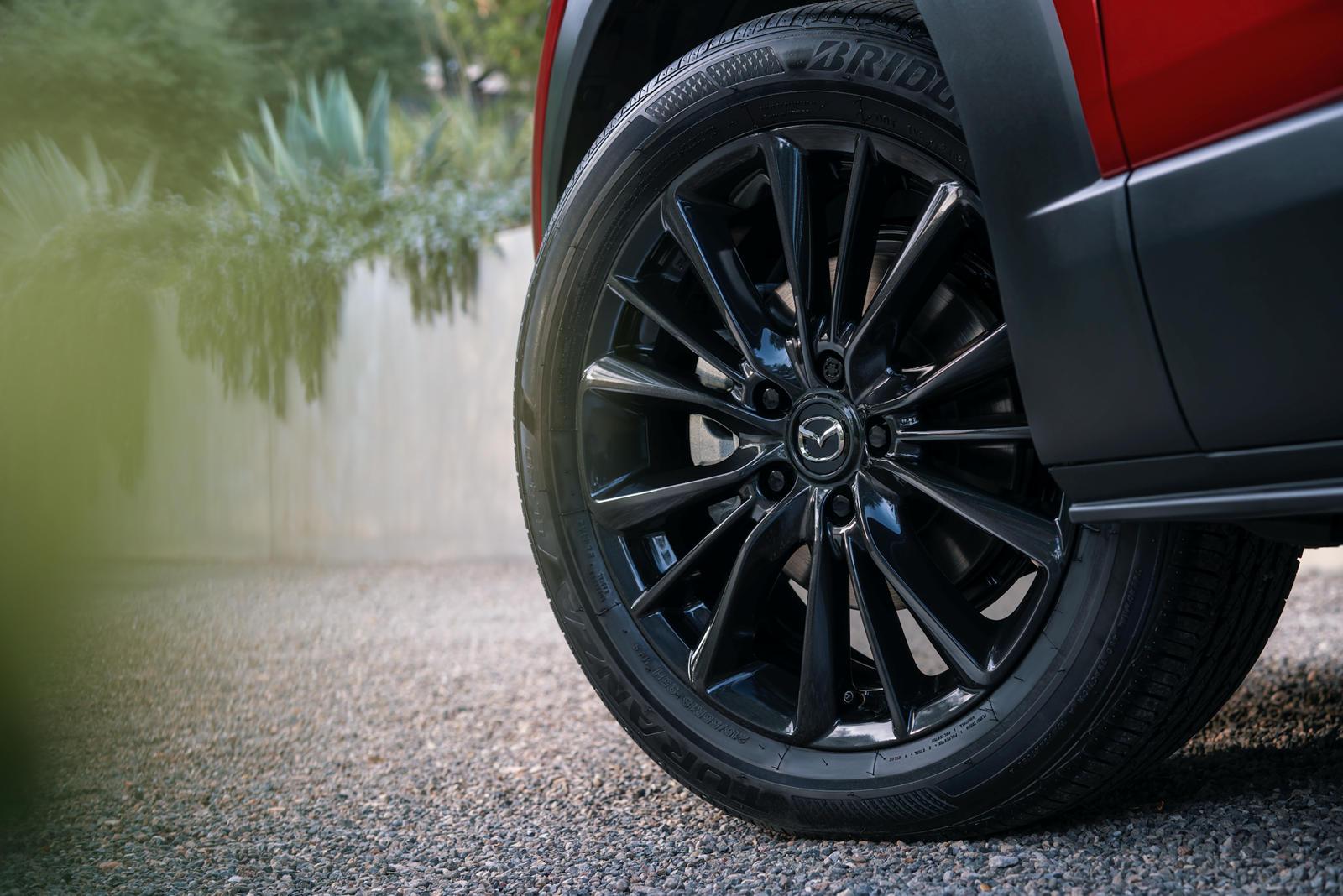 Можно предположить, высокая стоимость сделает эти колеса BBS довольно редким вариантом для CX-30. Эти колеса также доступны на Mazda3 Turbo по той же цене. Mazda MX-5 Miata также предлагает более агрессивные колеса BBS на модели Club за 340 000 рубле
