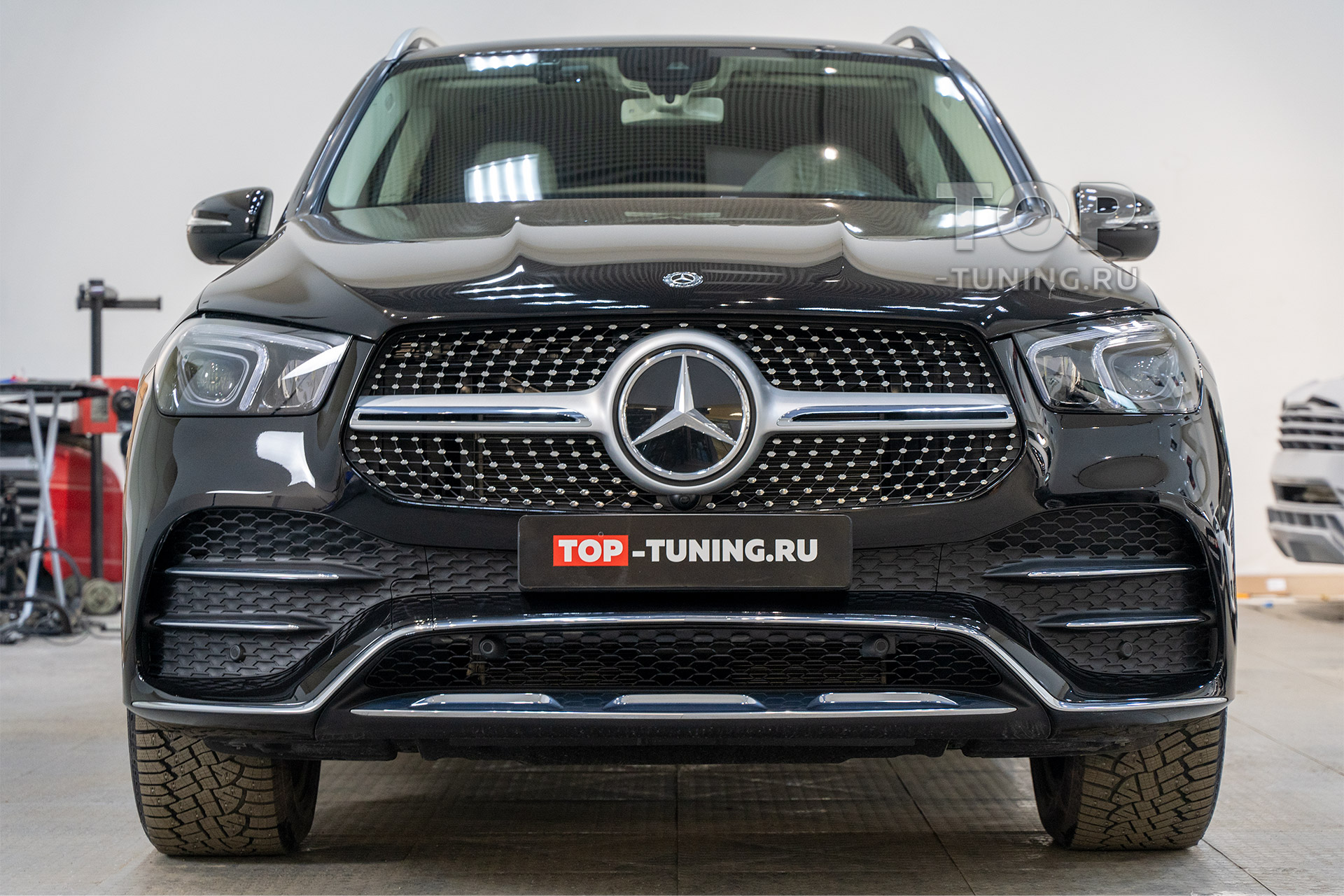 Оклейка пленкой Mercedes GLE V167 - защита зоны риска. Москва