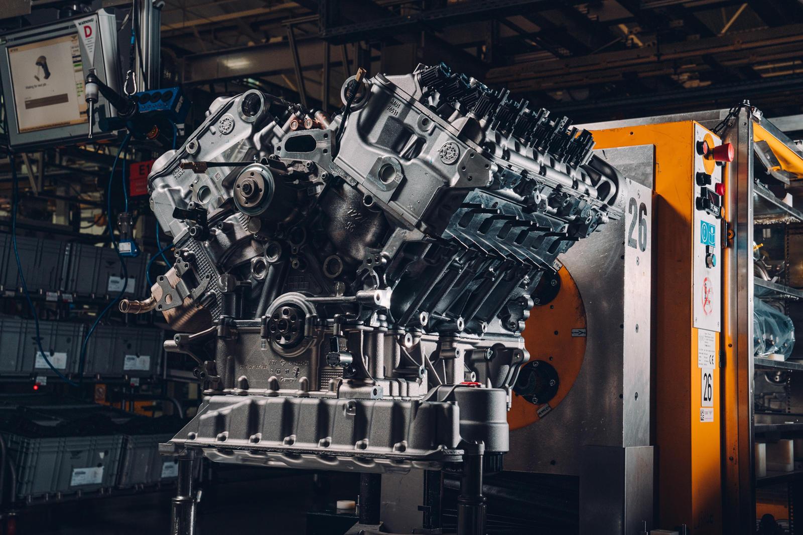 Во время этого теста двигатель работает со скоростью 120 об/мин, чтобы облегчить выявление несоответствий. Холодный тест также помогает Bentley проверить правильность синхронизации двигателя. Наконец, «Горячий тест» имитирует реальное использование д