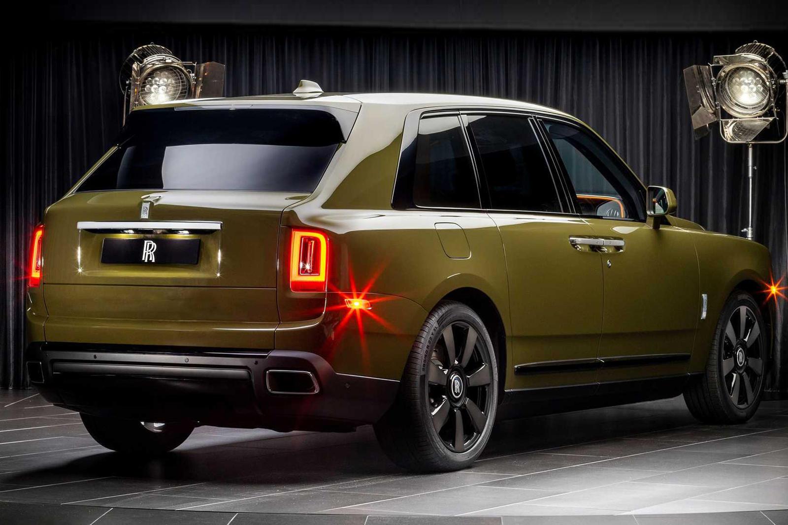 Уилл Веттер, менеджер по продукции Rolls-Royce в Америке, говорит: «Мы хотели дать нашим клиентам возможность увидеть и вдохновиться цветами, которые ранее были разработаны отделом дизайна Rolls-Royce Bespoke, через эту коллекцию Bespoke, выпущенную