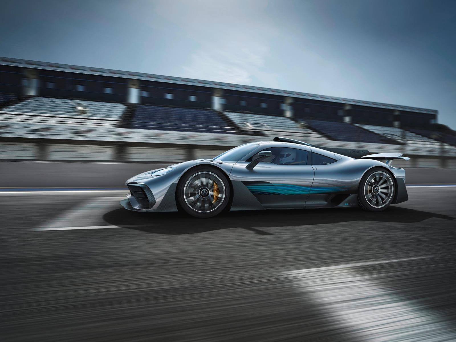 Вдали от гоночной трассы 1,6-литровый гибридный силовой агрегат V6 AMG One - это практически самое близкое, что Mercedes предложит полноценному двигателю F1. Используя четыре электродвигателя, One будет производить более 1000 лошадиных сил. Mercedes