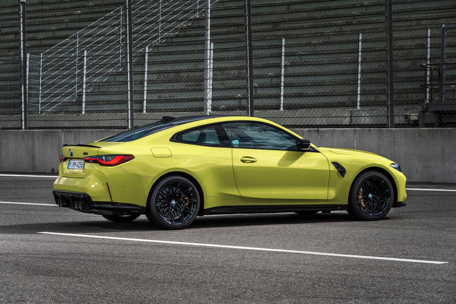 В последней серии видеороликов BMW, подробно описывающих различные аспекты новых BMW M3 и M4, разработчик M Drive подробно рассказывает, как работает система и как водитель может адаптировать ее к своим потребностям. Садитесь в современный автомобиль