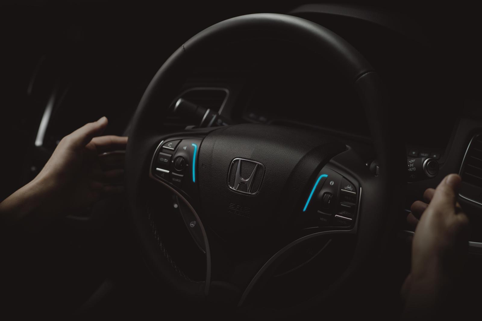 Cadillac Super Cruise Assist позволяет водителю убрать руки с руля и является одной из самых продвинутых полуавтономных систем на рынке, но она классифицируется как система уровня 2.
