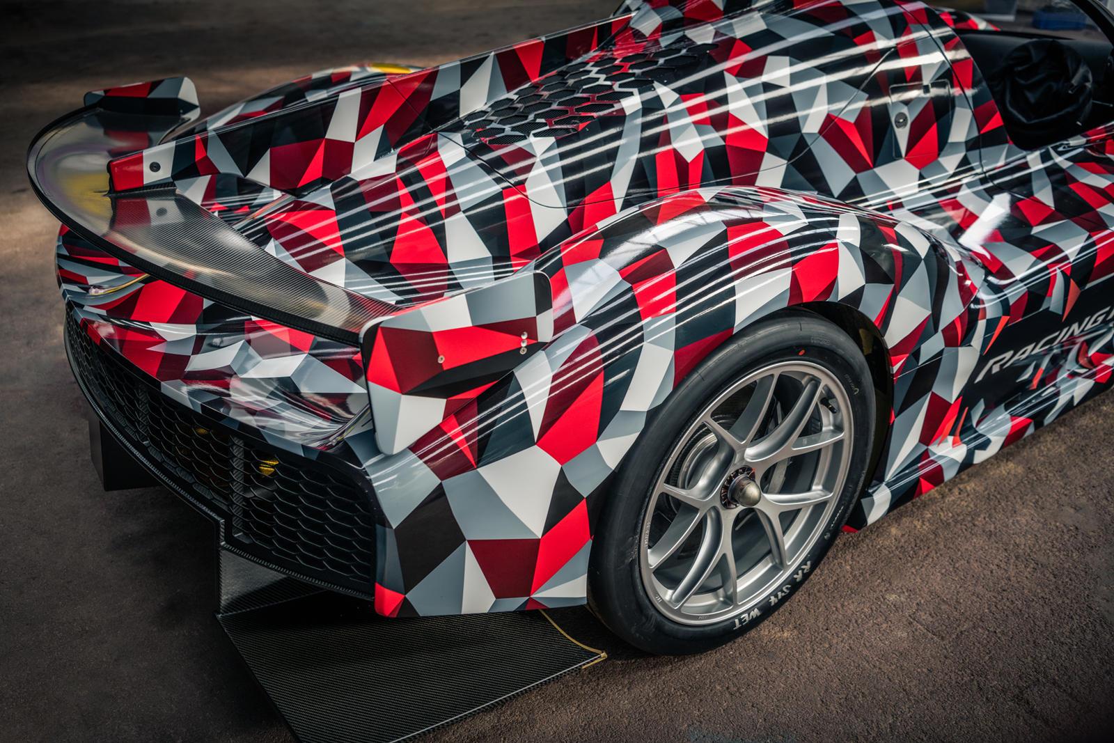 Мы знаем, что «GR Super Sport», как его обычно называют, так не назовут. В конце прошлого года Toyota подала заявку на регистрацию товарного знака на имя «GR 010», и в отчетах в качестве предпочтительной трансмиссии был назван 2,4-литровый двигатель