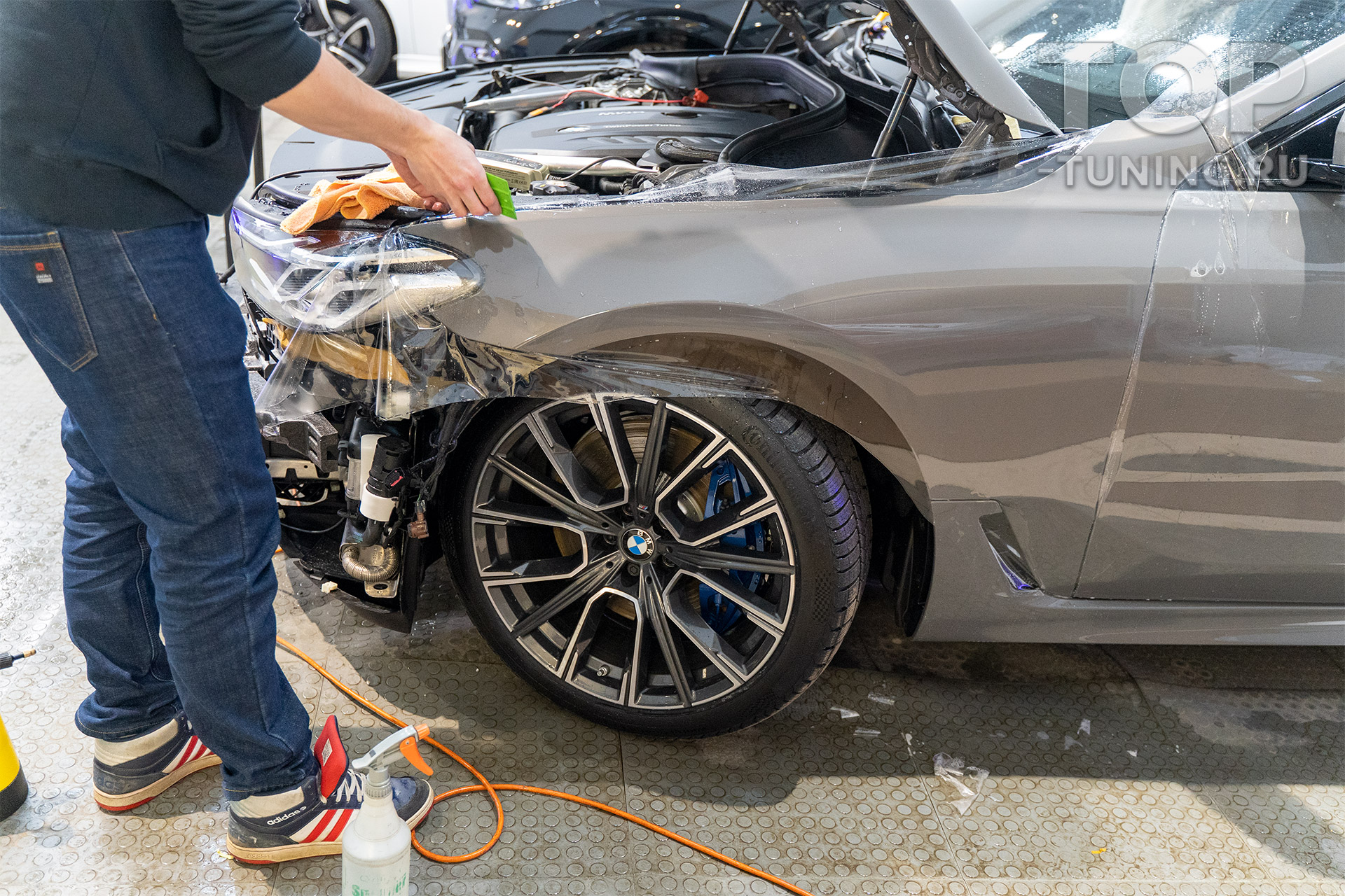 Оклейка зоны риска на BMW