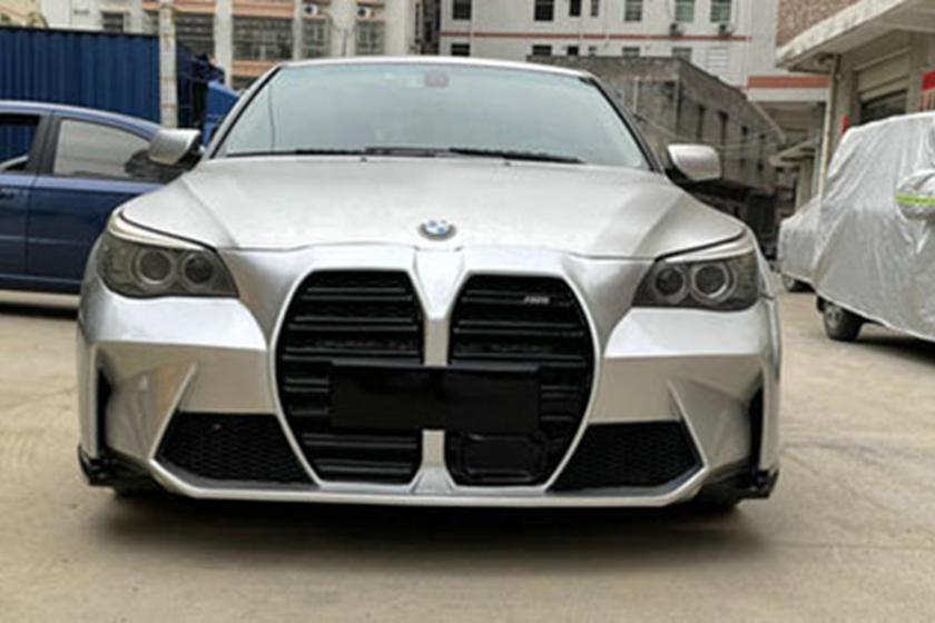 Taobaois выставляет на продажу комплект бампера, который может сделать ваш E60 5 Series похожим на новый M3, с имитацией массивного «рта» новой модели. Нет, мы тоже не знаем, зачем это нужно.