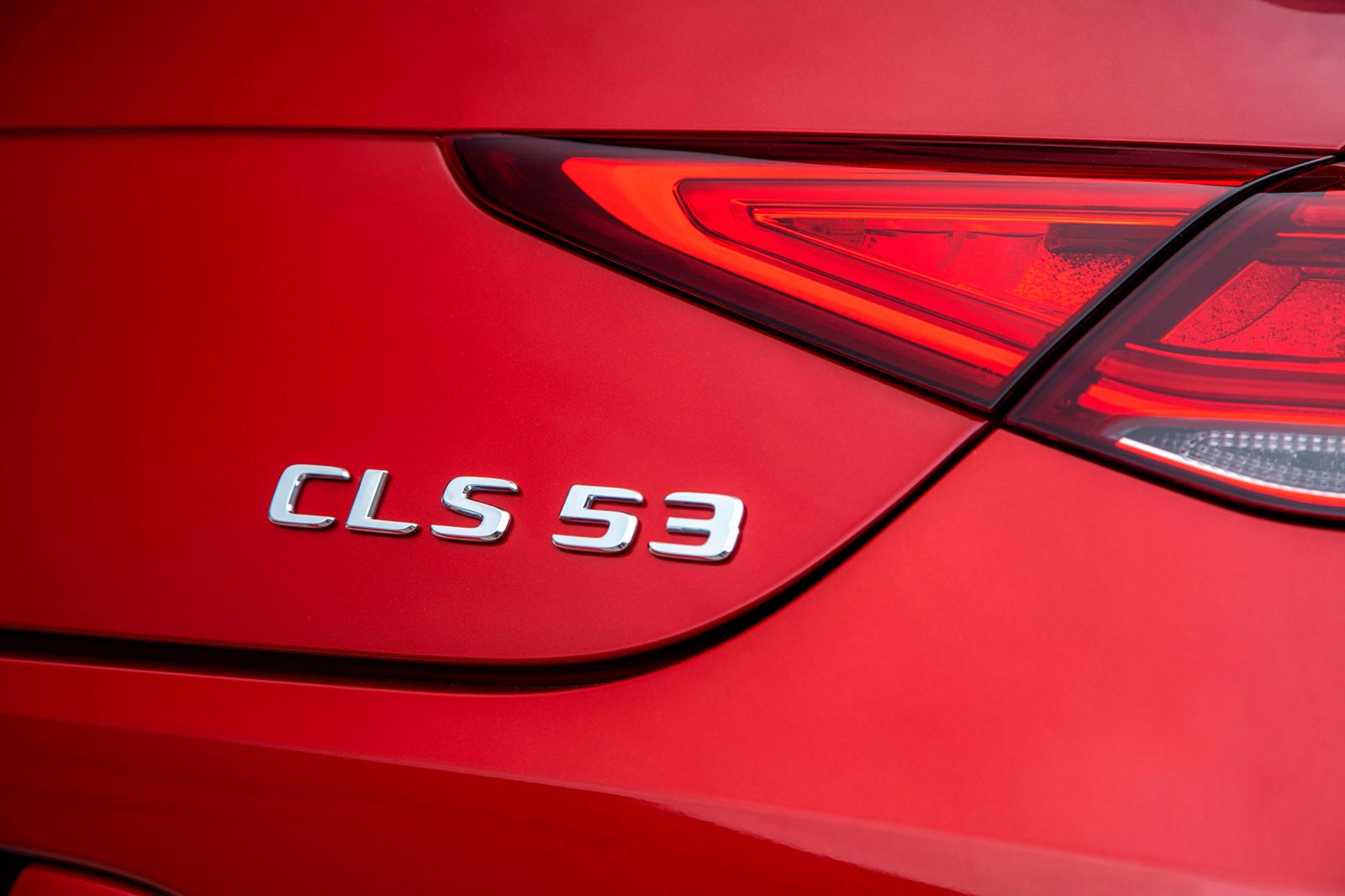 Оригинальный Mercedes-Benz CLS познакомил мир с концепцией четырехдверного купе с его сексуальной линией крыши и дверями без опор. Когда-то это был самый красивый автомобиль в модельном ряду Mercedes, но с годами его важность значительно снизилась. С