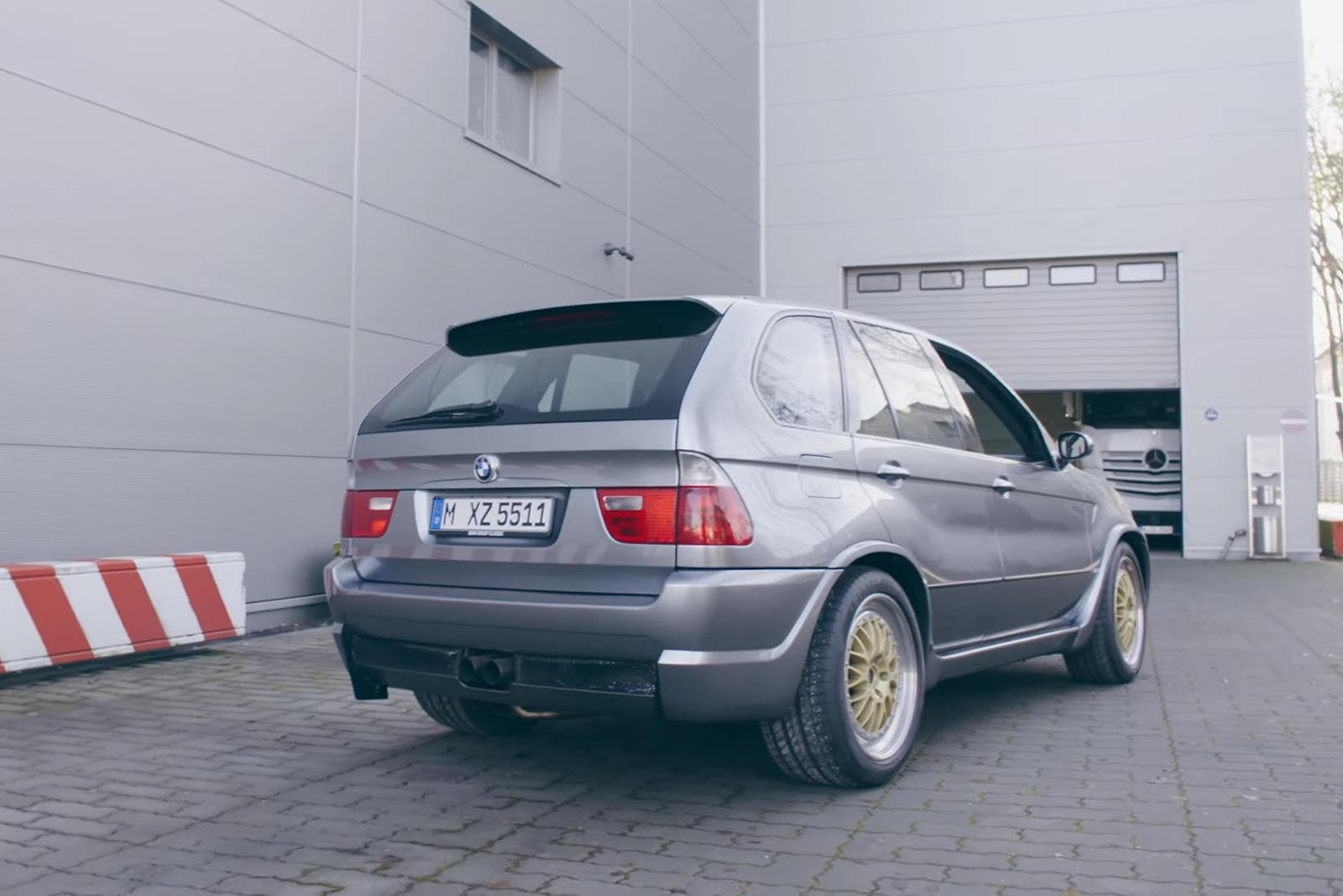 Это был BMW X5 Le Mans, который в течение двух десятилетий удерживал рекорд круга внедорожников на Нюрбургринге. 7 минут 49 секунд - заезд Ханса-Иоахима Штука (в котором он разогнался до 311 км/ч) был побит Lamborghini Urus. Разница была меньше 7 сек