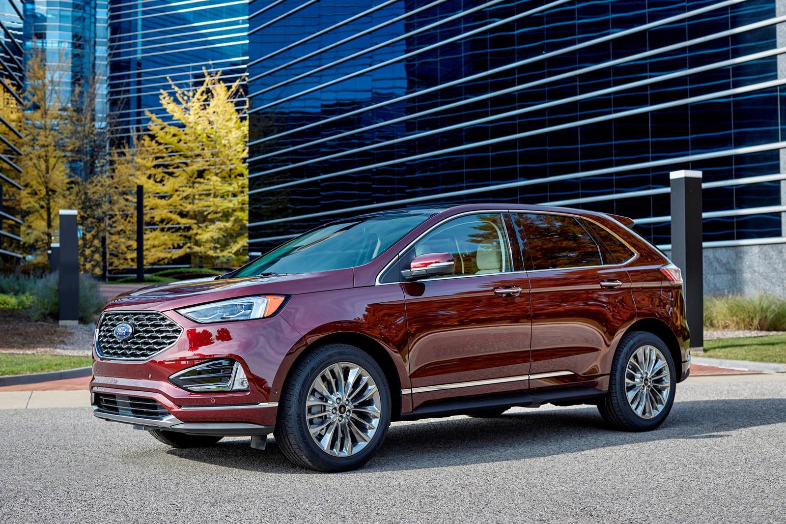 В течение нескольких месяцев мы знали, что Ford работал над чем-то вроде кроссовера, похожего на универсал, и вот он. Ford Evos, дебютировавший на Шанхайском автосалоне в этом году, первый автомобиль, который автопроизводитель разработал в основном в