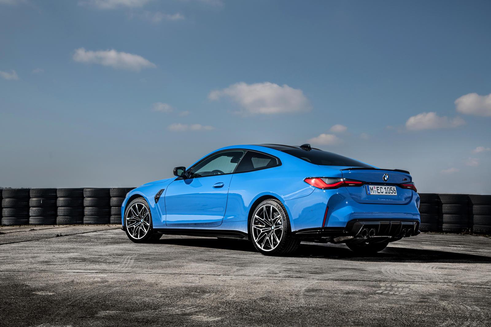 Маркировка BMW xDrive будет предлагаться только на моделях M3 и M4 Competition, что приведет к разгону до 100 км/ч за 3,4 секунды. Это на 0,4 секунды быстрее, чем у их заднеприводных собратьев. В зависимости от спецификации максимальная скорость сост