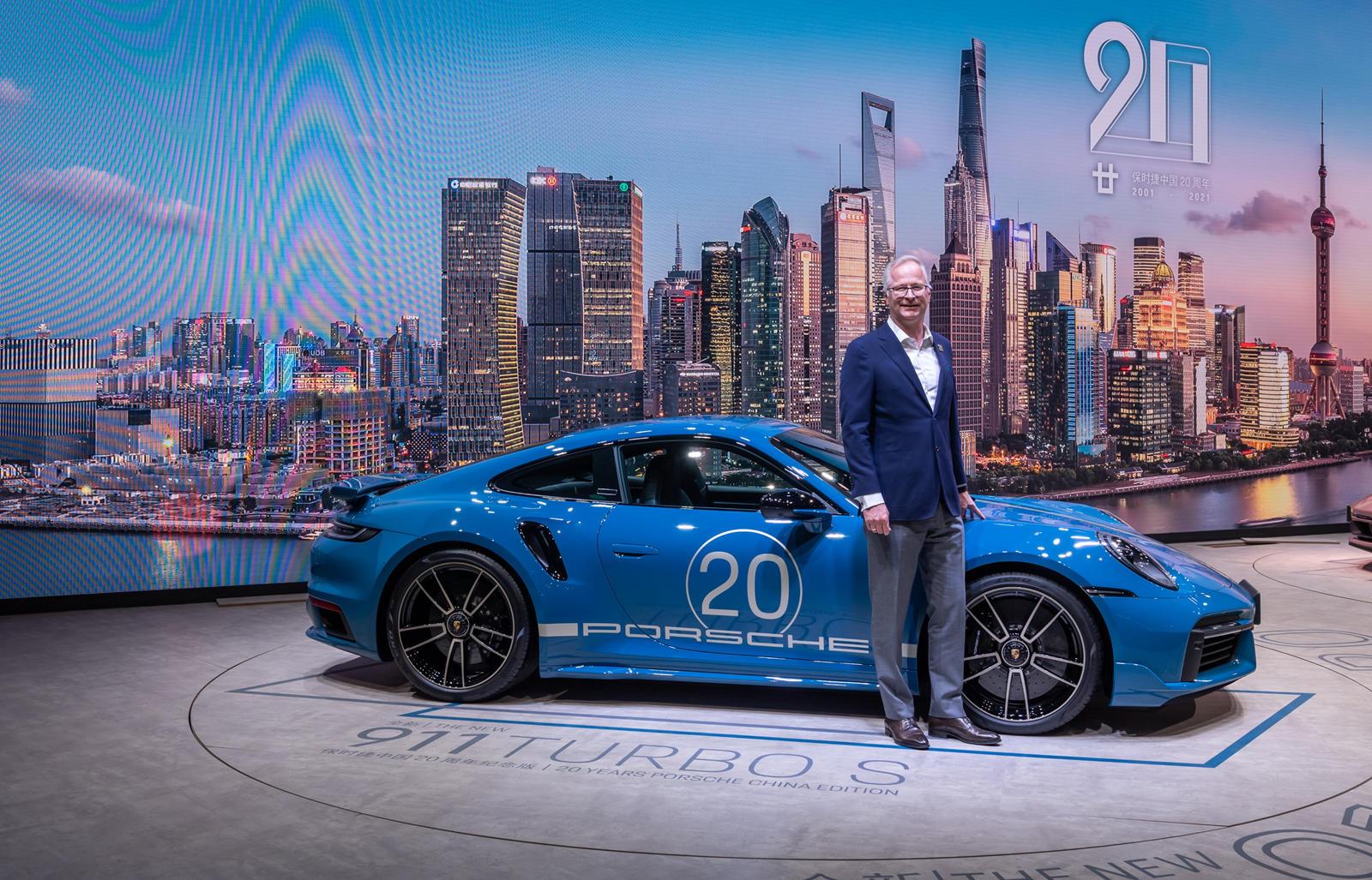 Предположительно, памятный 911 Turbo S будет выпущен в ограниченном количестве, но Porsche не объявил о предельном объеме производства.