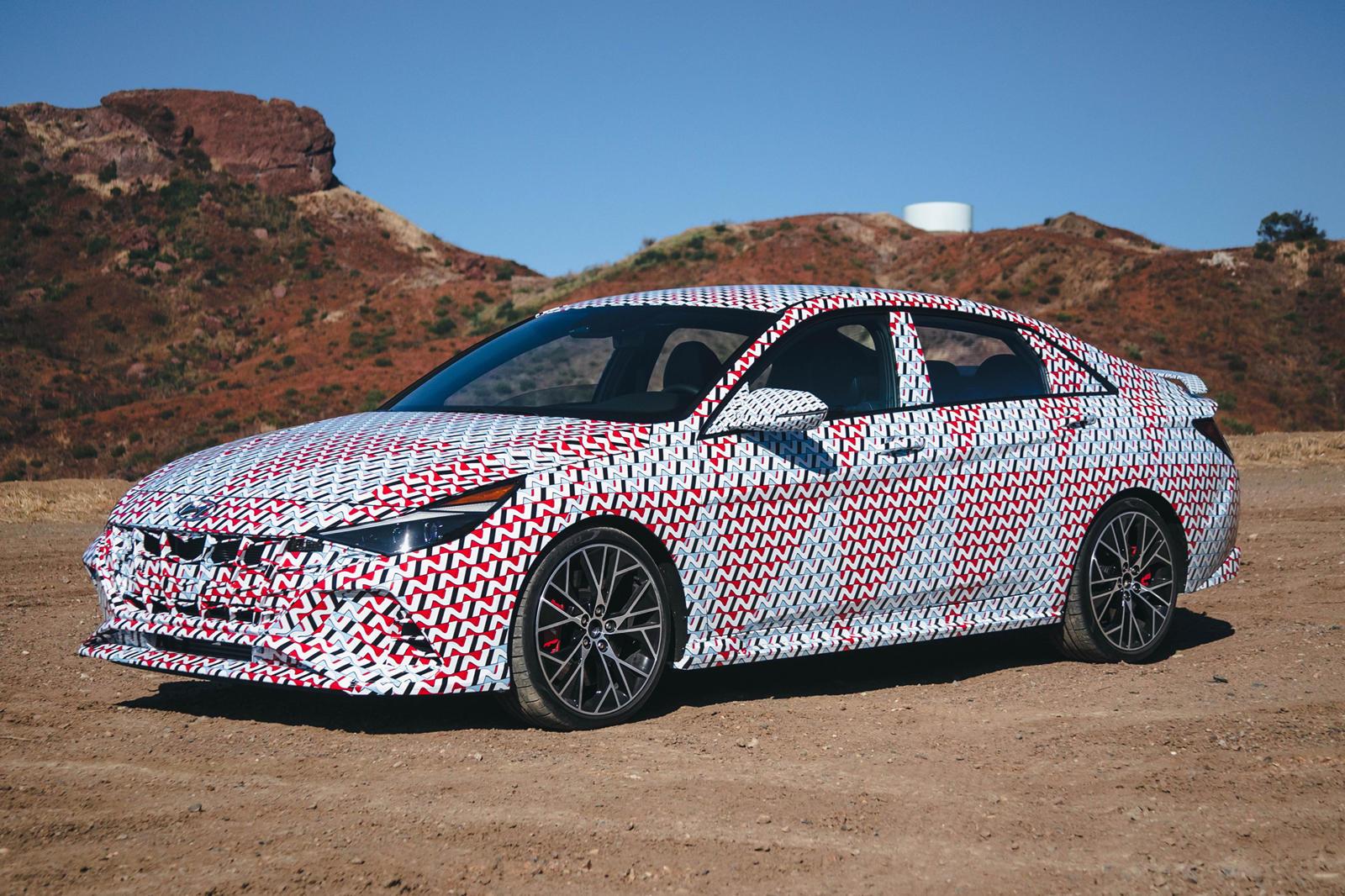 Hyundai заявляет, что по-прежнему привержен устойчивой электронной производительности с новым мышлением бренда: делайте больше, чем просто водите машину. Наслаждайтесь каждой секундой. Наряду с новым слоганом «Never just drive» Hyundai расширит линей