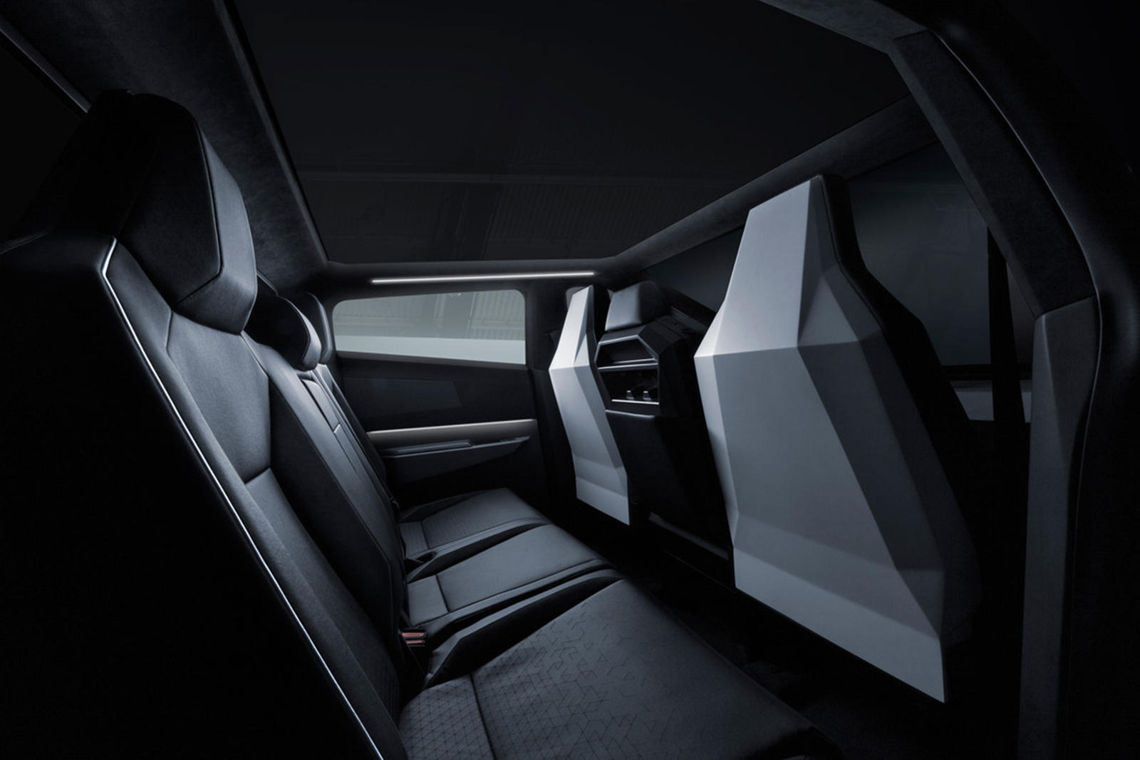 В отраслевом отчете IHS Markit, опубликованном Rivian Forums, прогнозируется, что минивэн Tesla дебютирует в конце 2026 года и будет построен вместе с Cybertruck на заводе в Остине, штат Техас. Обращаться напрямую к Tesla за комментариями бесполезно,