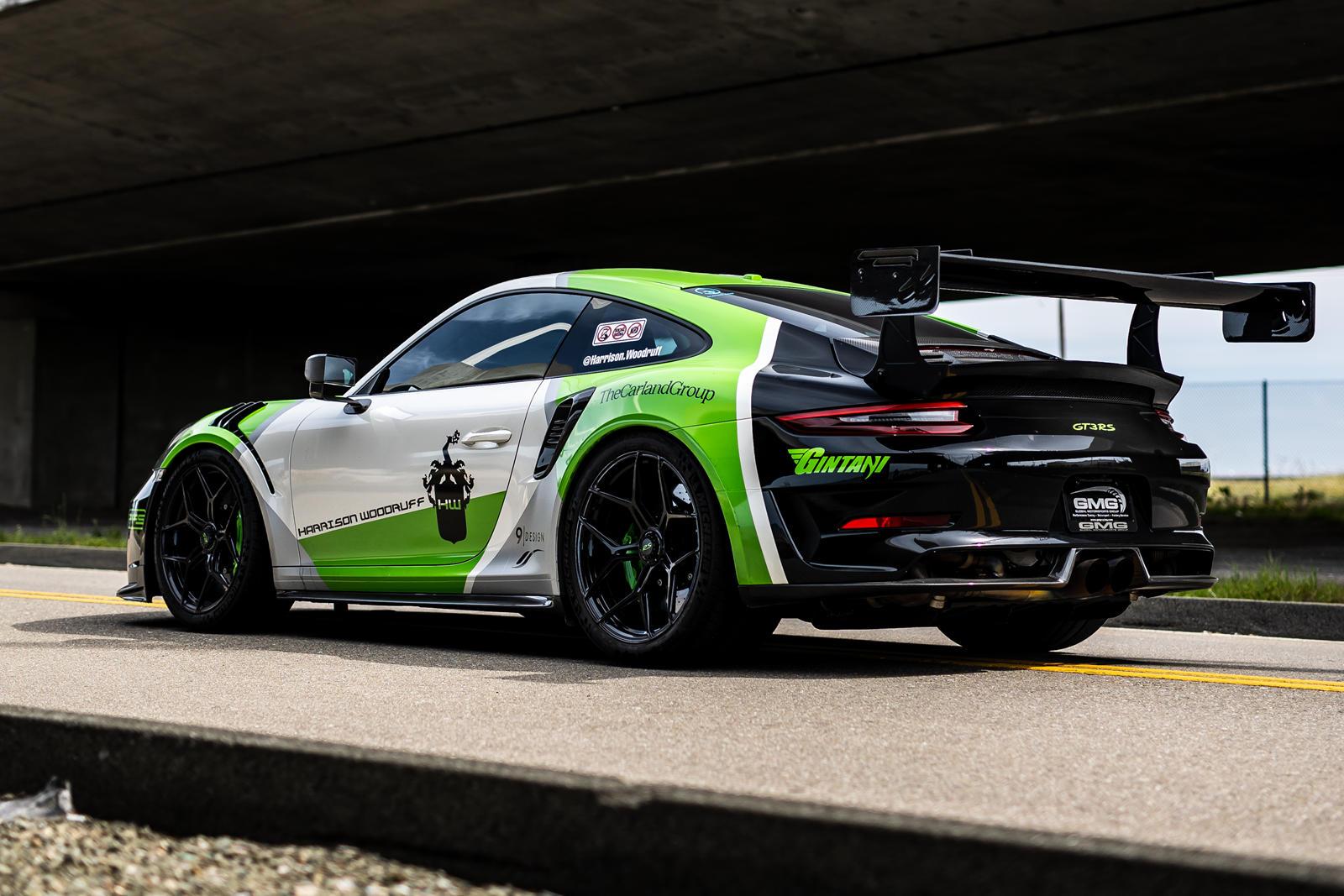 Тюнинг двигателя Gintani увеличил мощность автомобиля до «более 580 лошадиных сил», в то время как прямые коллекторы, заднее крыло и передний сплиттер от Dundon Motorsports, а также специально разработанная мид-труба - все это способствует впечатляющ