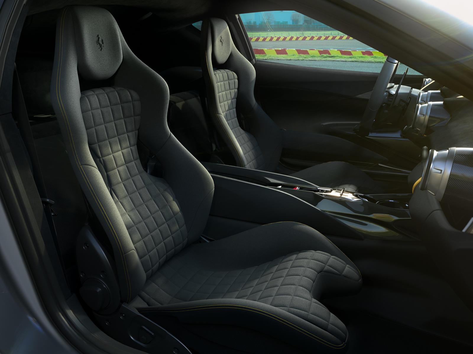 Недавно появились многочисленные просочившиеся изображения, показывающие новую ограниченную версию Ferrari 812 Superfast. Первоначально, по слухам, он назывался 812 Versione Speciale, теперь мы знаем, что автомобиль будет выпускаться на 812 Competizi