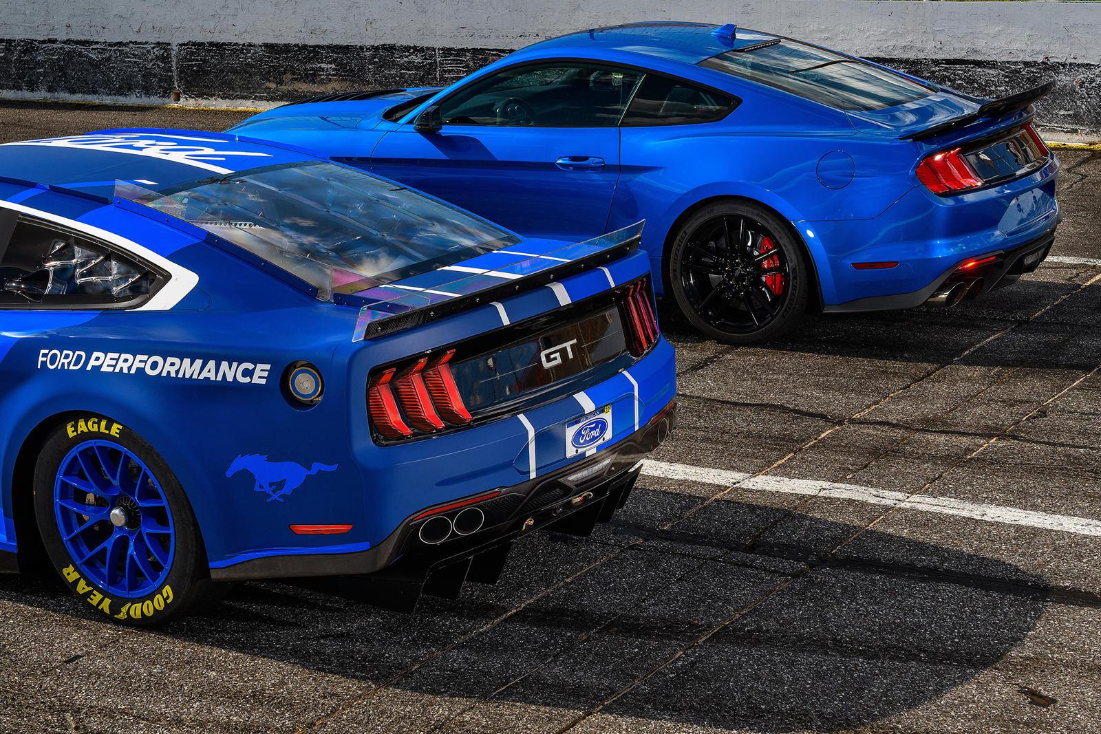 «За кулисами была проделана большая работа, чтобы этот Mustang следующего поколения оставался актуальным для наших клиентов», - сказал Марк Рашбрук, глобальный директор Ford Performance Motorsports. «Поскольку автомобильная промышленность продолжает