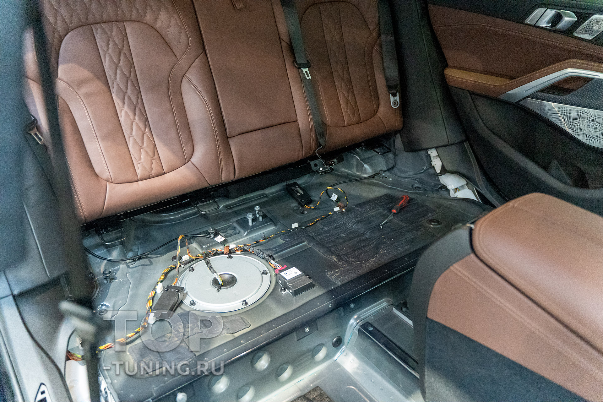 Шумоизоляция нового БМВ Х6 - двери, пол. Перед началом работ