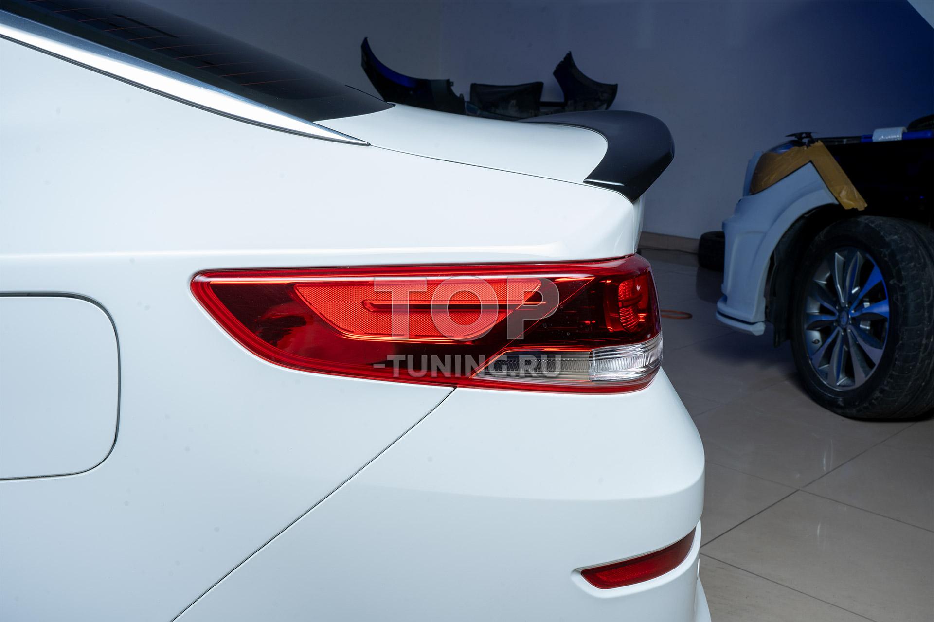Установка спойлера Advance на багажник для Kia Optima 4 белого цвета