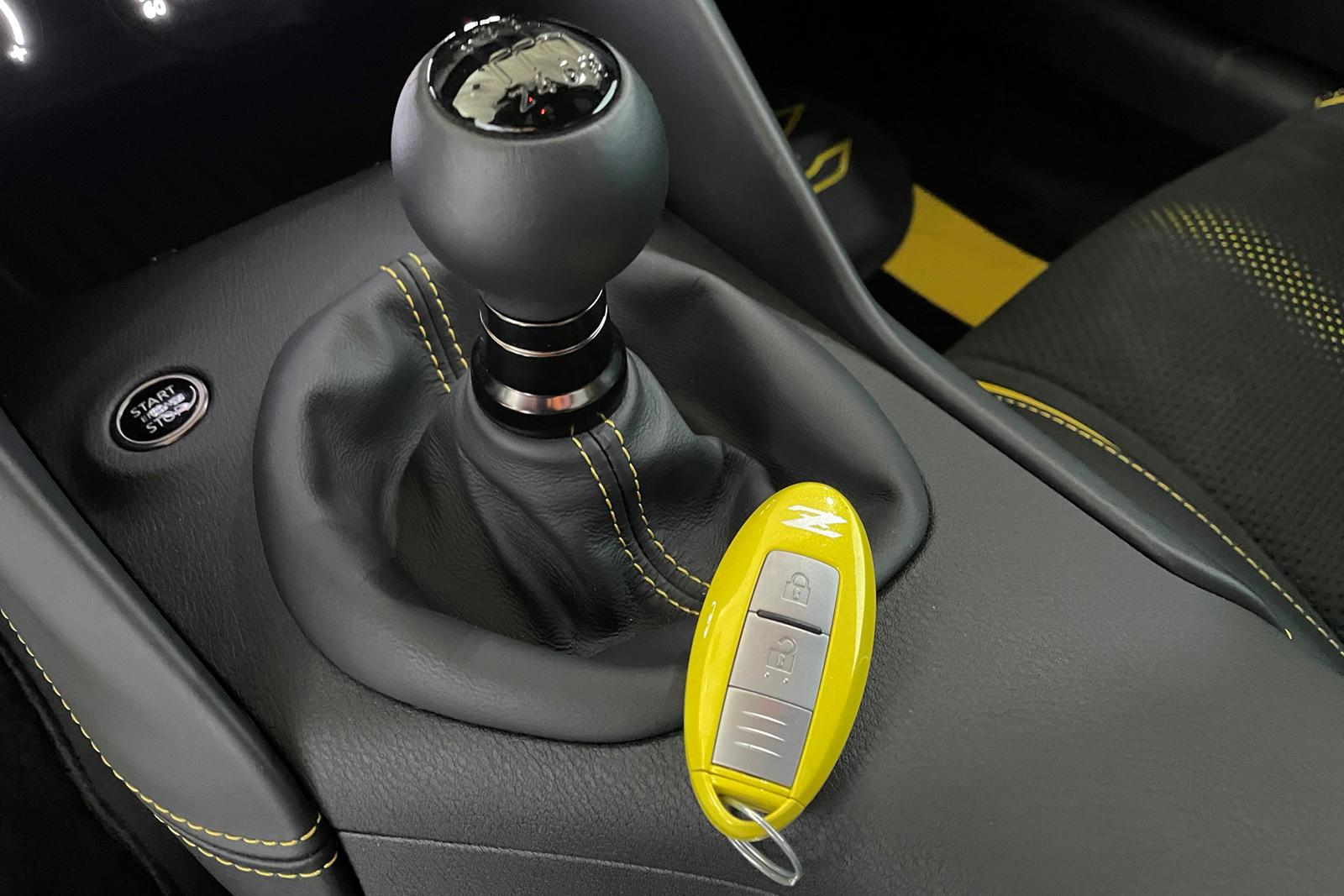 Проведя немного времени с Nissan Z Proto Concept, мы с нетерпением ждем возможности увидеть, каким будет серийный спортивный автомобиль Z. Просочившиеся фотографии показывают, что он должен выглядеть почти идентично концепту, а дальнейшие утечки наме