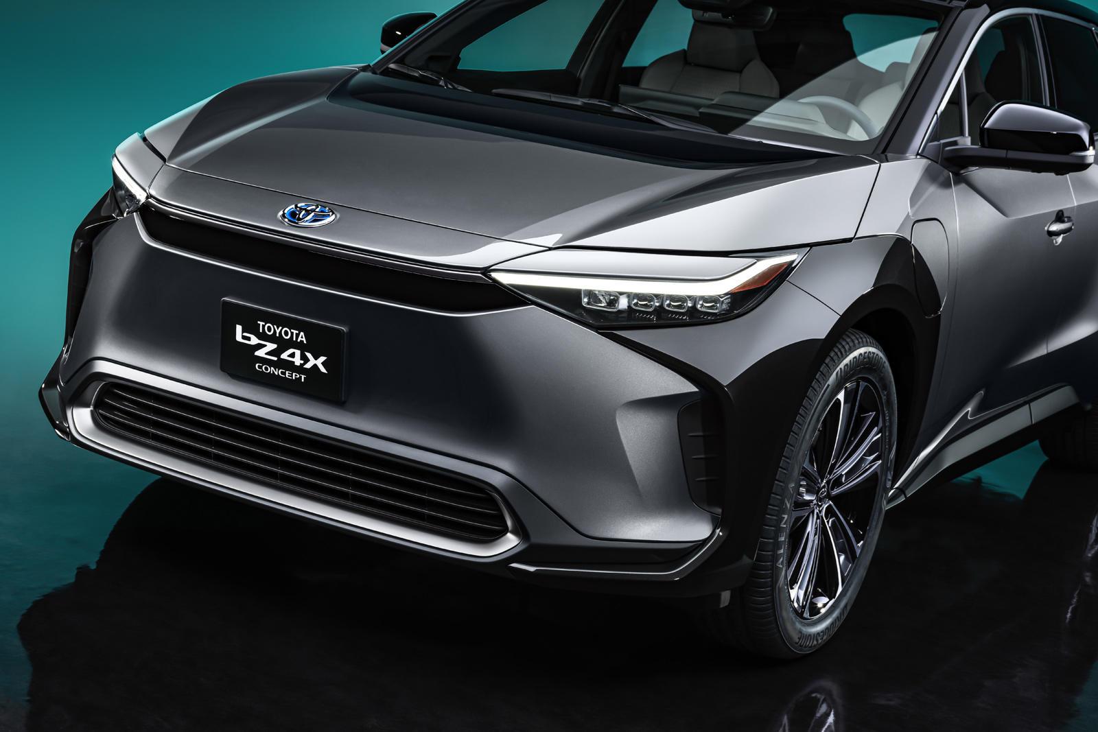 От маленького C-HR до могучего Land Cruiser - у Toyota уже есть семь индивидуальных кроссоверов или внедорожников, но компания, похоже, готовится добавить еще кое-что в этот список в ближайшее время. В новом тизер-видео, которое раскрывает очень мало