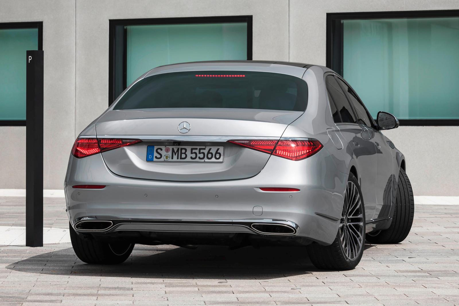 Понятно, что ожидания высоки каждый раз, когда выпускается новый Mercedes-Benz S-Class. Мало того, что он должен иметь величественный вид, S-Class должен быть превосходным высокоскоростным круизером с внедрением новейших технологий. Новый S-Class отв