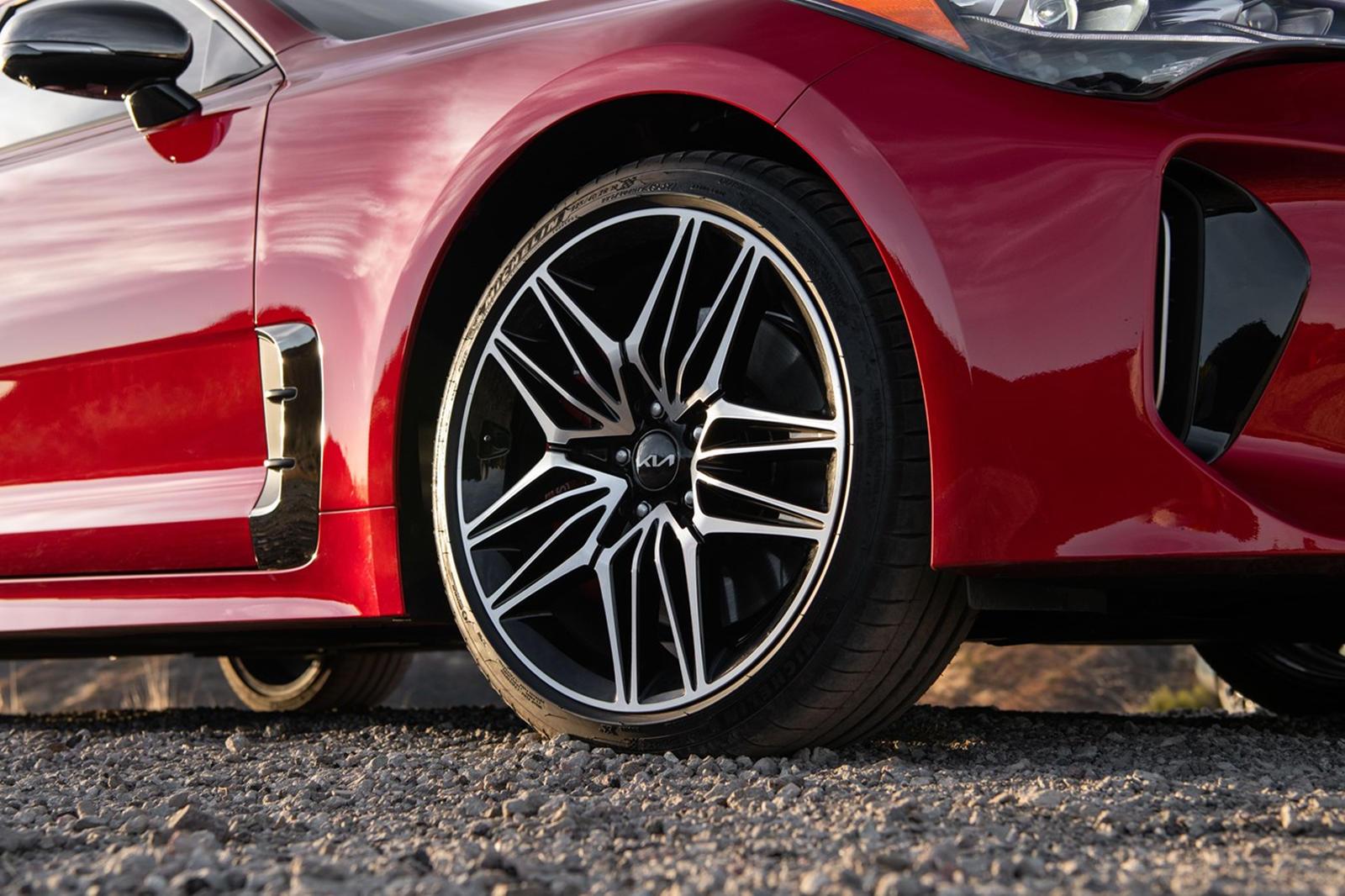 «Stinger коренным образом изменил отношение потребителей к бренду Kia», - сказал Шон Юн, президент и генеральный директор Kia North America. «Этот последний рейтинг Top Safety Pick Plus от IIHS подтверждает неустанное стремление Kia к совершенствован