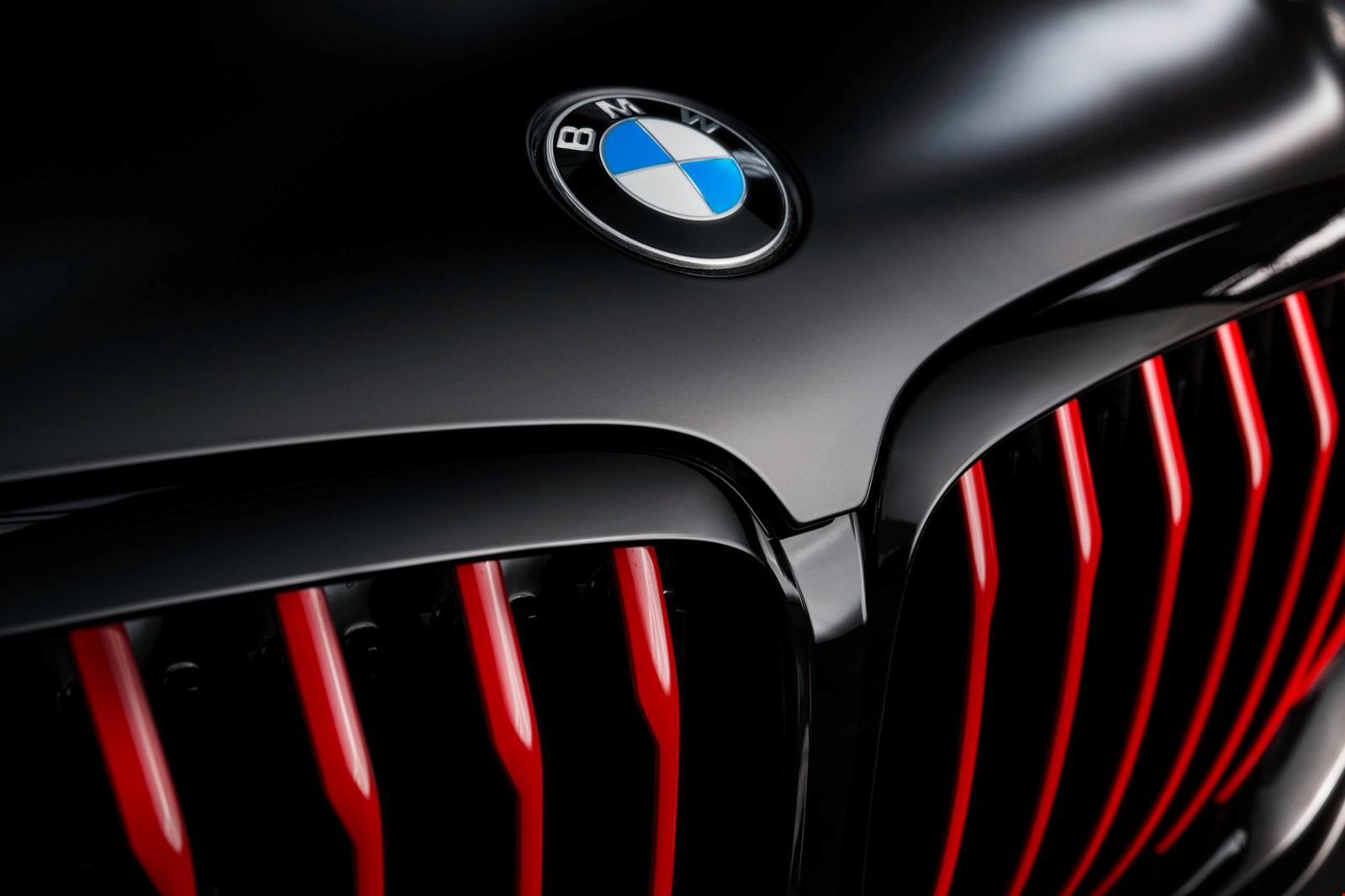 Как и X5 (а также X3, X4, X6 и X7), он построен на огромном производственном предприятии BMW в Спартанбурге, Южная Каролина. Производство по цене 6,13 млн рублей планируется начать в сентябре этого года и завершить в декабре. BMW не сообщил, когда ди