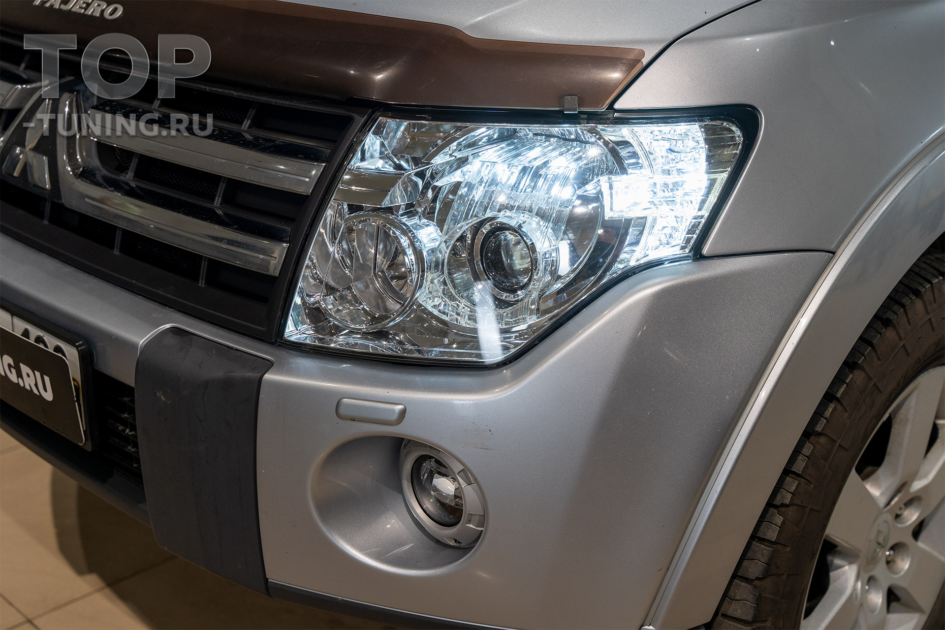 Ходовые огни в фары Mitsubishi Pajero 4
