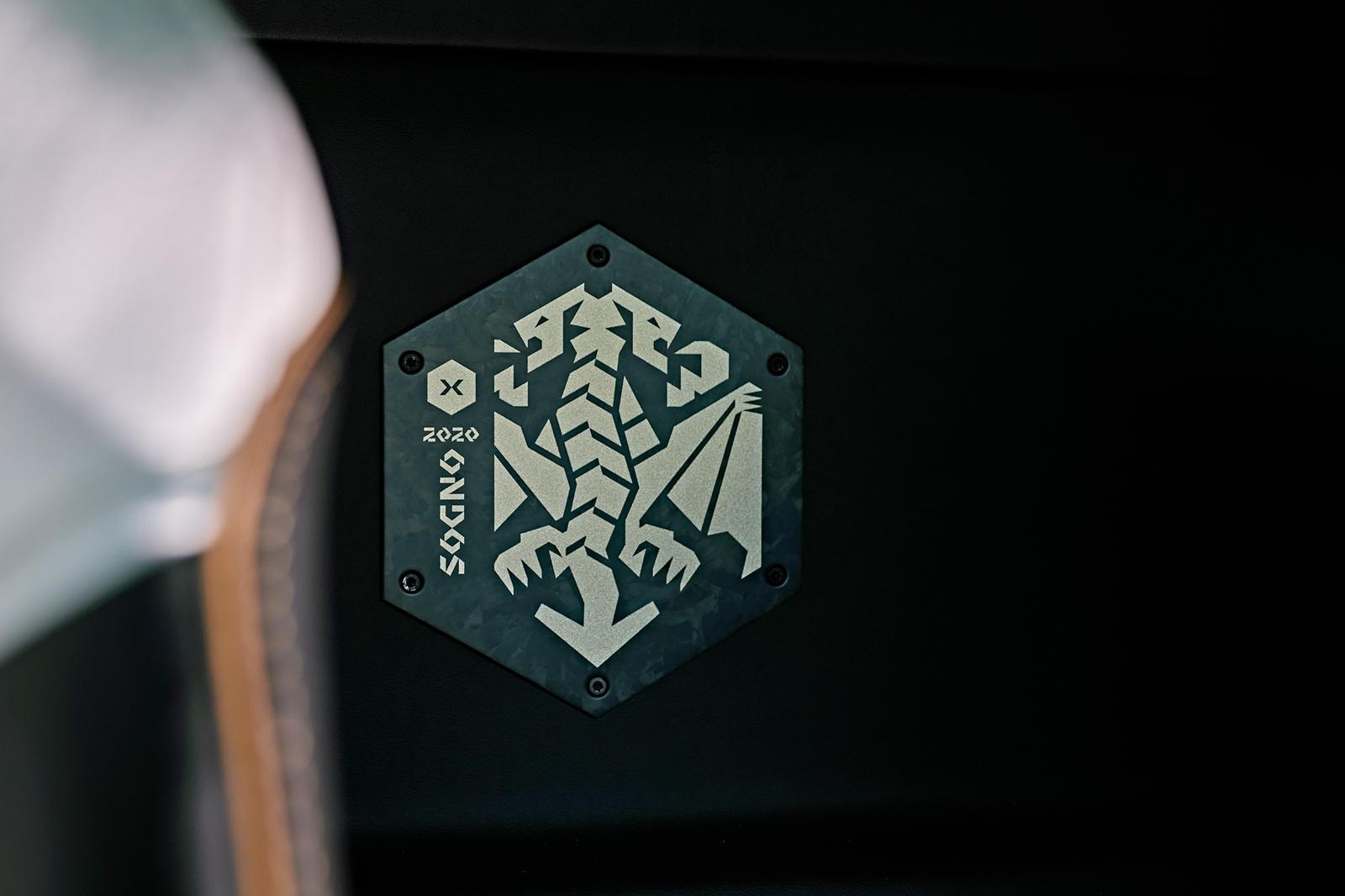 Sogno является наиболее характерным и имеет внешний вид Blu Symi (голубой) с акцентами Oro Elios (золото). Внутри этот автомобиль отличается белыми вставками, черной отделкой и золотой строчкой.