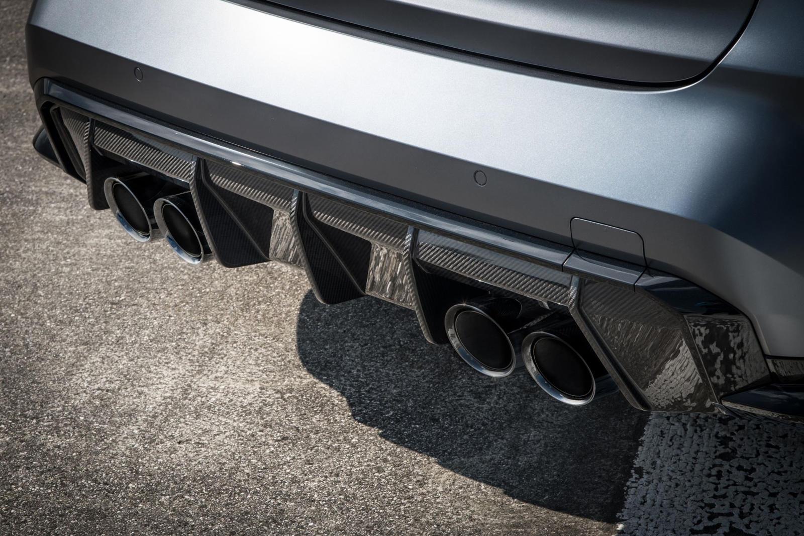 BMW теперь имеет дело с тем же самым после того, как в марте запустила радиорекламу, которая открывалась звуком ревущего двигателя перед тем, как закадровый голос начинал говорить. Реклама была для BMW M в Великобритании, так что звук ревущнго автомо