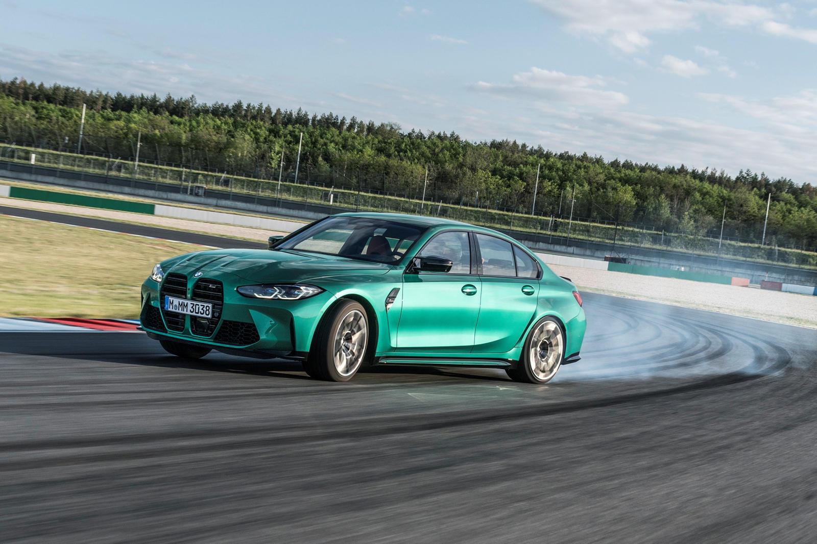 Таким образом, реклама не предполагала, что автомобиль движется со скоростью или с резким ускорением. В качестве радиорекламы вы также не могли увидеть опасное вождение M3 или M5, или любого другого транспортного средства, которое использовалось для