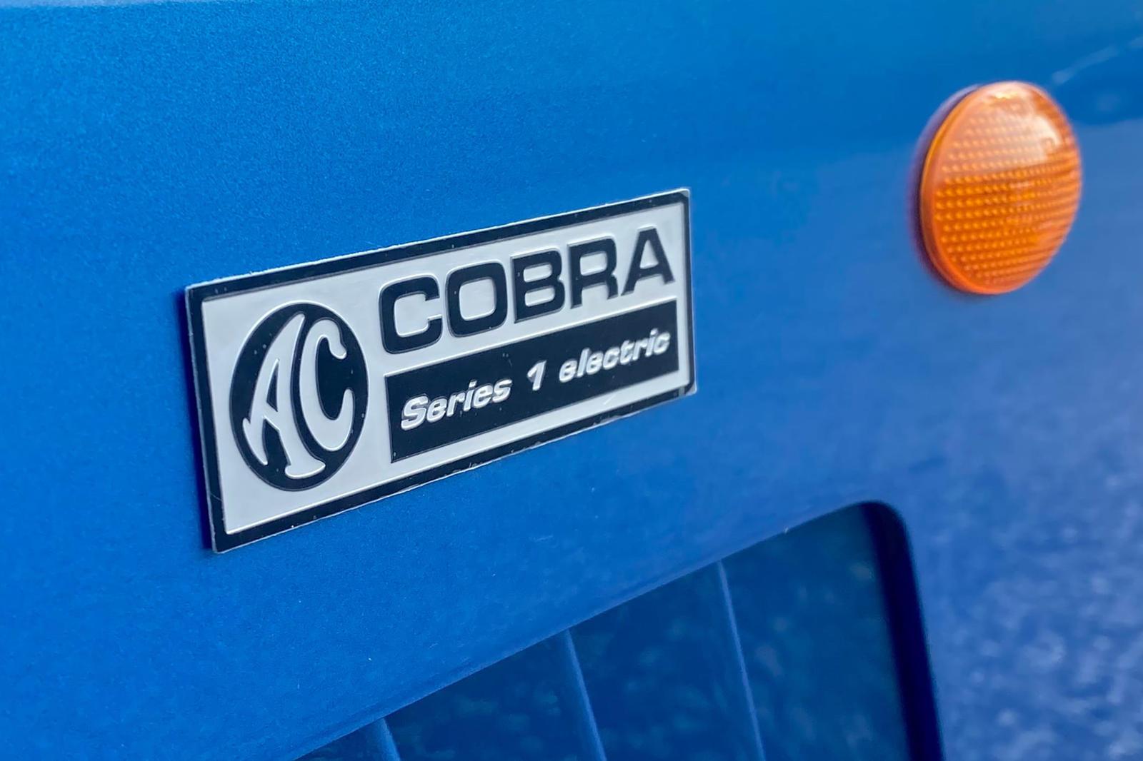 Встречайте AC Cobra Series 1. Родстер EV, выпущенный всего в 58 экземплярах, в настоящее время проходят финальные испытания, и в ближайшее время должны начаться первые поставки клиентам. Его характеристики впечатляют, но в них нет ничего грандиозного