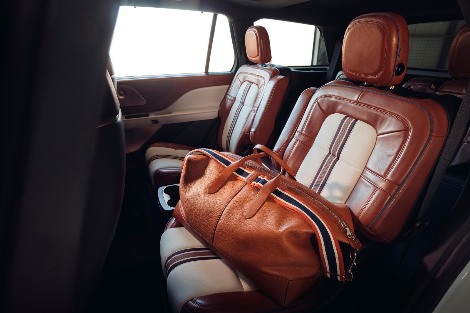 Lincoln объединился с Shinola для создания новой роскошной концепции. Основанный на Lincoln Aviator, концепт был создан в результате сотрудничества двух компаний с целью «изучения того, как может выглядеть концепт Aviator» с помощью реплик Shinola. К