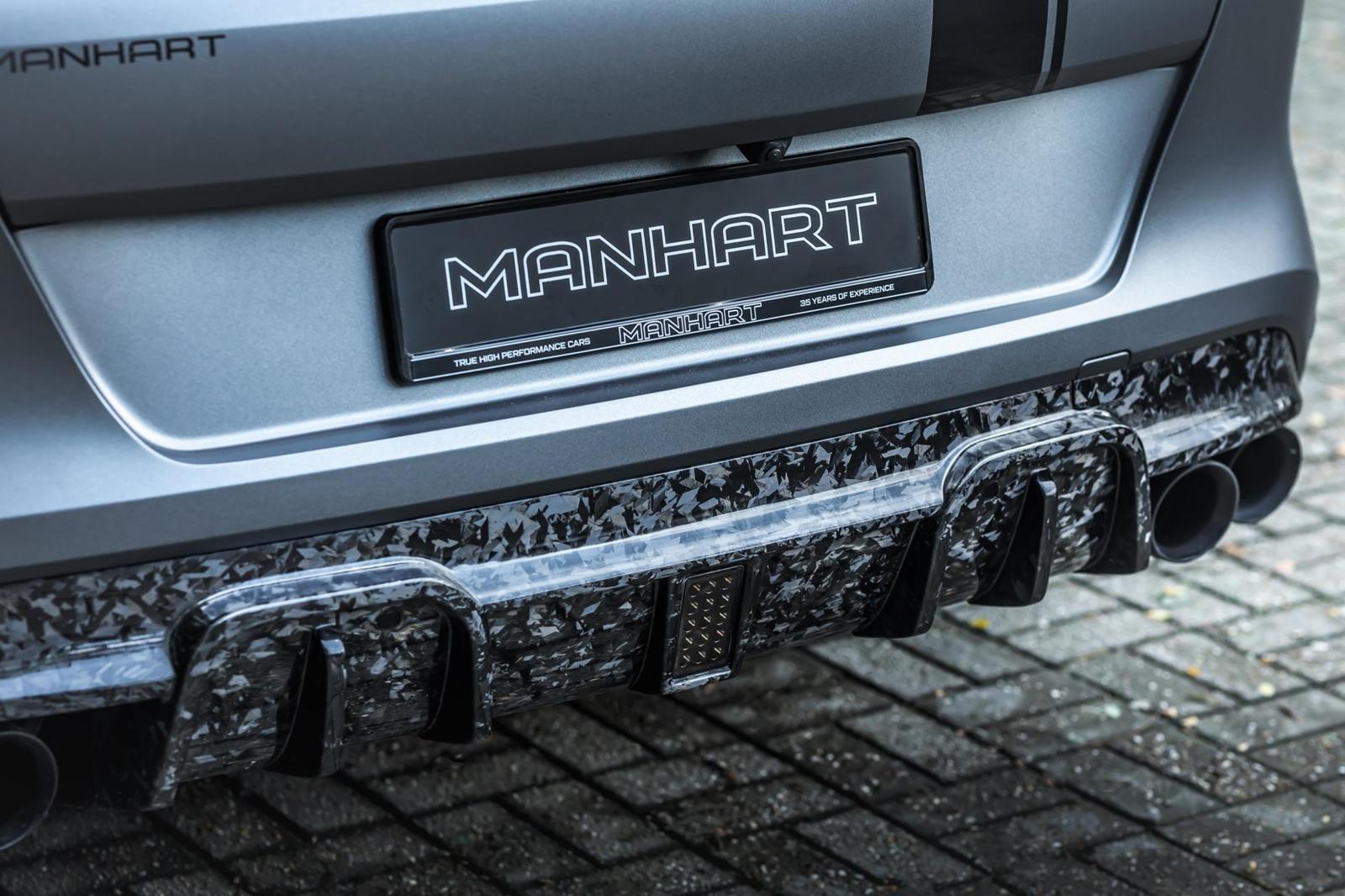 Новые 22-дюймовые колеса делают внешность еще более спорной, а понижающие пружины H&R приближают X6 M к земле. Внутри мания кованого карбона продолжается набором из 12 деталей, которые украшают части сидений, приборную панель, центральную консоль, ру