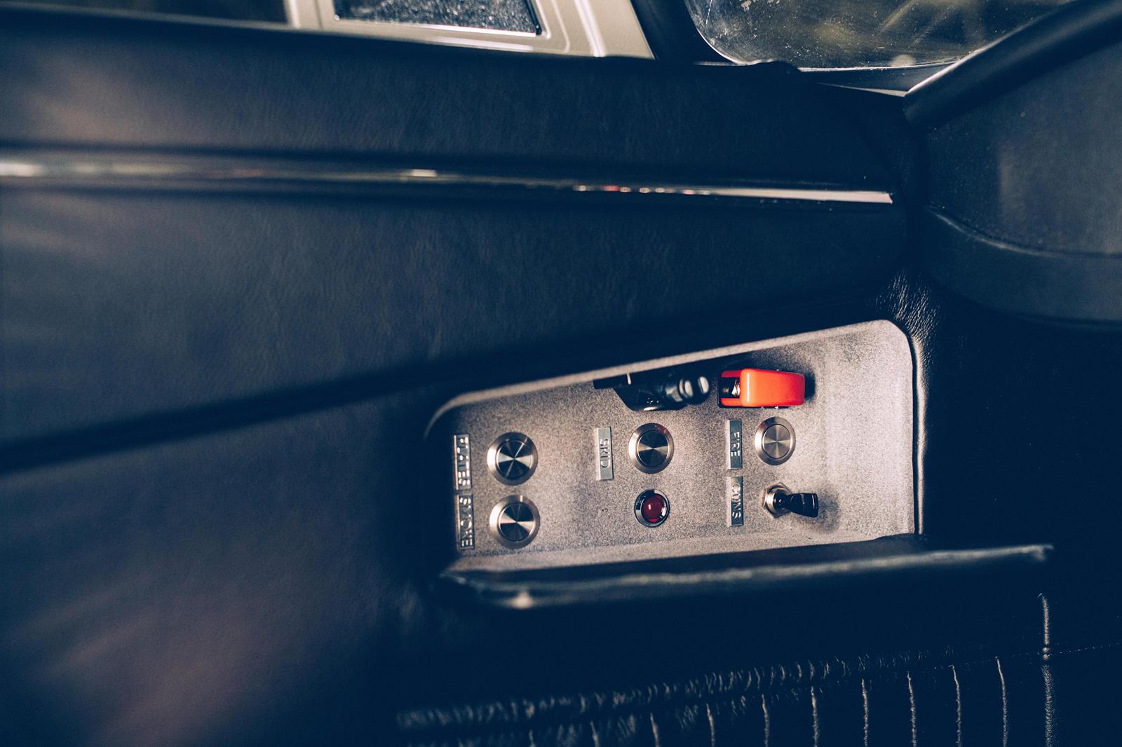 Как и стандартный DB5 Junior, эта специальная модель представляет собой версию настоящего DB5 в масштабе двух третей, оснащенную полностью электрической трансмиссией. Junior No Time To Die Edition окрашен в цвет Silver Birch как дань уважения DB5 Бон