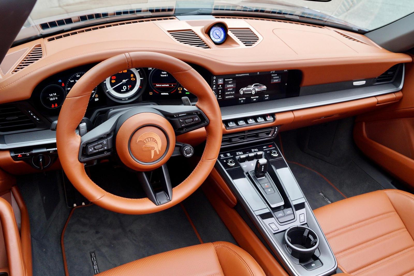 Его последний проект называется Porsche 911 992 Targa от Ares.