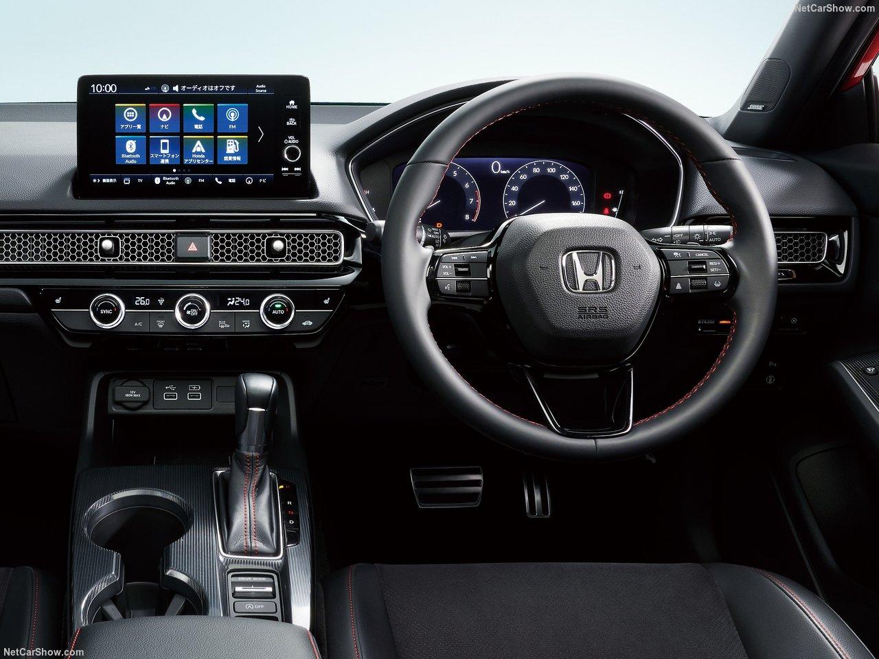 «Это самый веселый в управлении Civic Hatchback, который мы когда-либо делали», - сказал Дэйв Гарднер, исполнительный вице-президент по национальным операциям в American Honda Motor Co., Inc. Совершенно новый Civic Hatchback еще больше усиливает хара