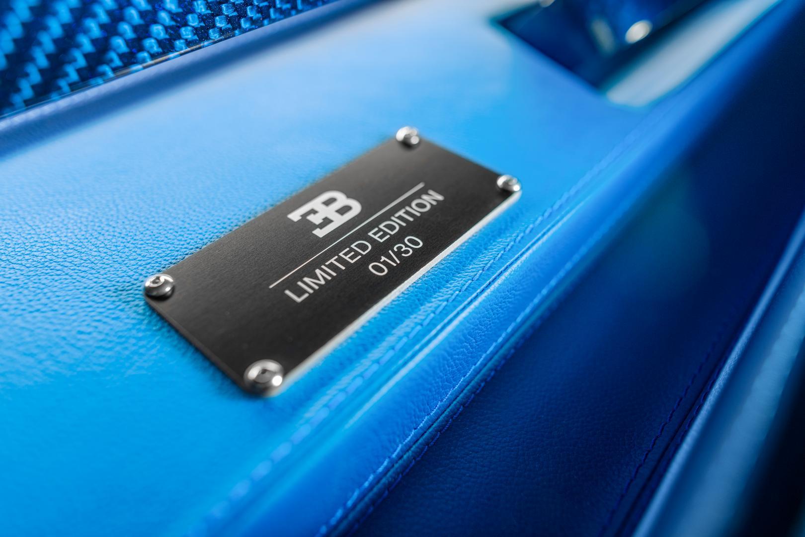Кроме того, кии для бильярда из карбона имеют анодированные алюминиевые концы, обработанные на станке с ЧПУ, выполненные в том же дизайне, что и кнопки Bugatti Chiron и Divo.