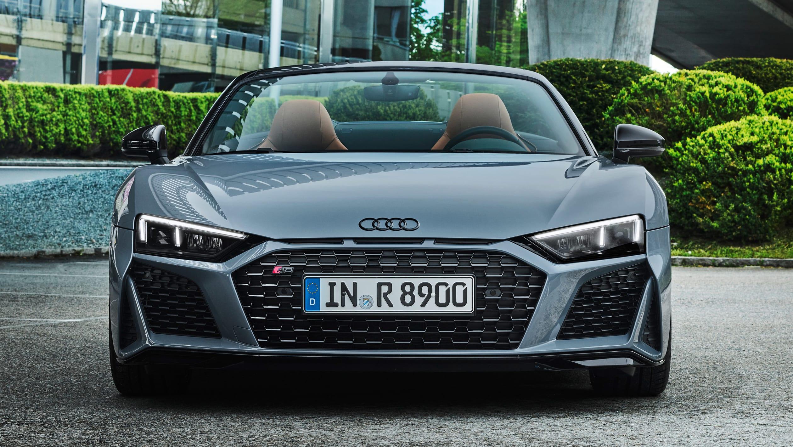 R8 V10 Performance RWD также оснащен Audi Dynamic Steering, регулируемой системой рулевого управления, которая изменяет передаточное отношение рулевого управления в зависимости от выбранного режима движения и скорости автомобиля для большей устойчиво