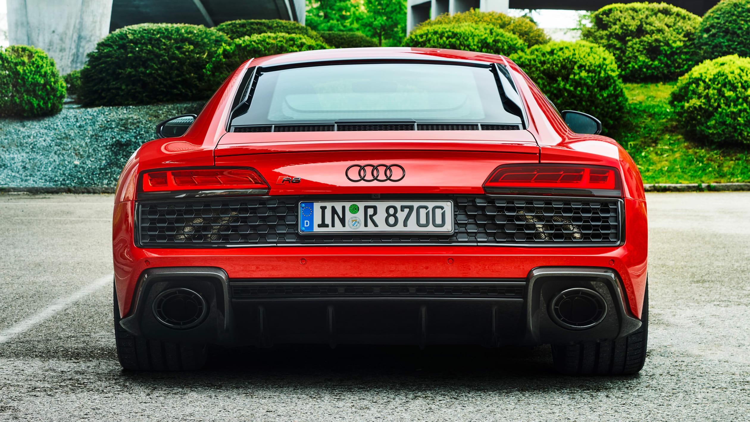 Модель RWD оснащена механическим дифференциалом повышенного трения, в то время как переход на установку только с задним приводом также означает, что автомобиль имеет перенастроенную систему ESC. Например, в спортивном режиме вождения система контроля
