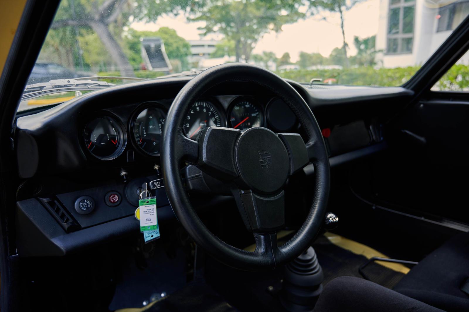 Как и любой IROC RSR, он может похвастаться набором широких пятипяточных легкосплавных дисков Fuchs, 3,0-литровым шестицилиндровым двигателем с воздушным охлаждением и механической коробкой передач. В листинге говорится, что этот конкретный экземпляр