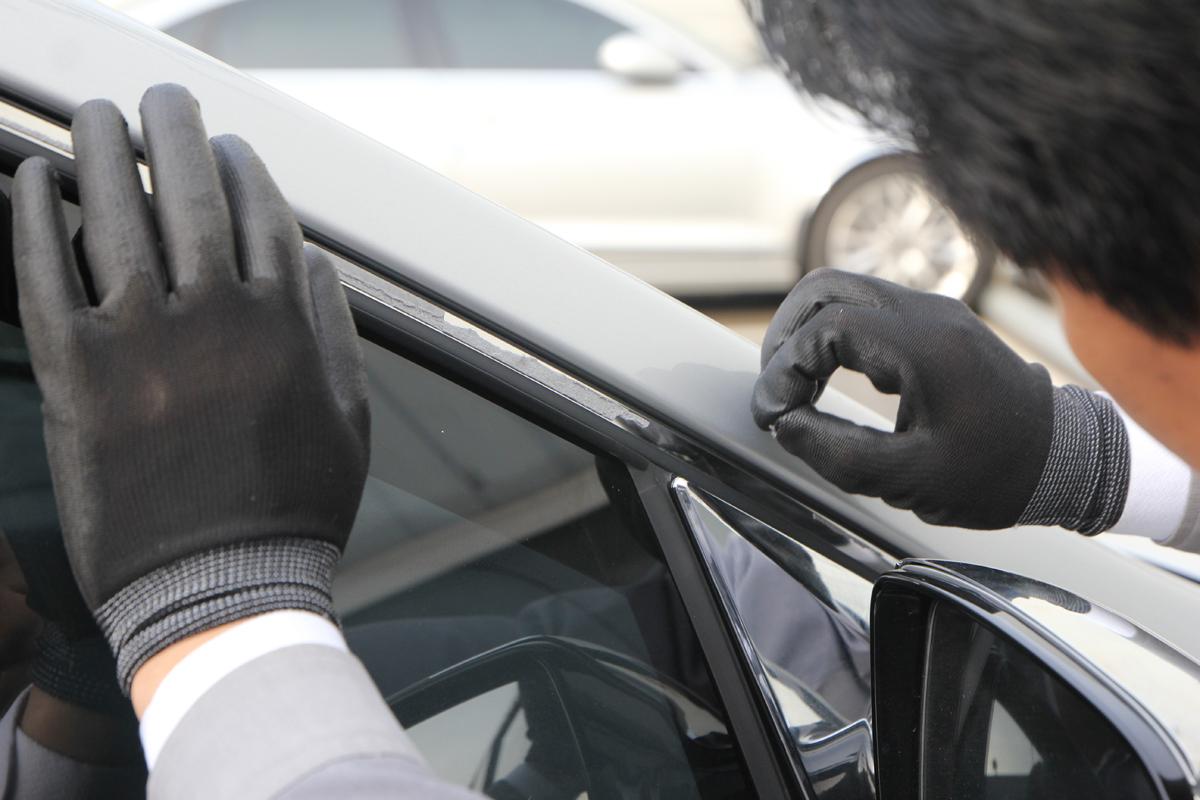 Демонтаж дефлекторов с двери - Hyundai Santa Fe DM