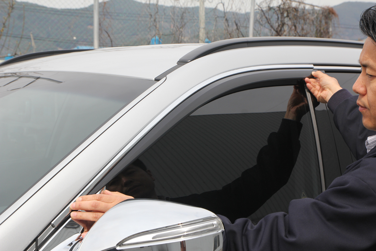 Монтаж дефлекторов на окна - Тюнинг Хёндай Санта Фе 3