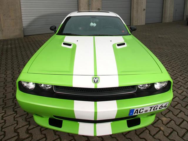 Четверка тюнинговых Dodge Challenger
