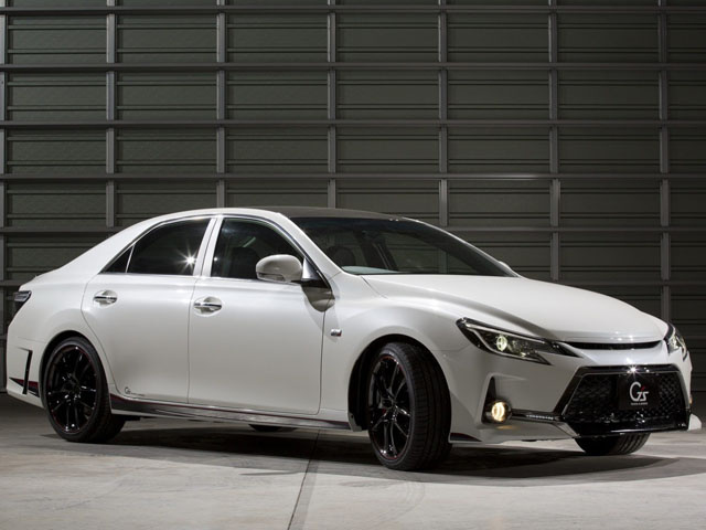 Toyota показала Mark X Carbon Concept в Токио