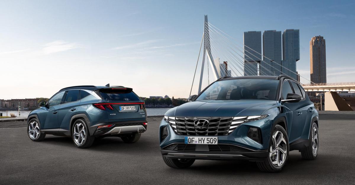 Но для того, чтобы свет проникал сквозь эту затемненную линзу и отражался от полузеркал, Hyundai увеличил уровень яркости, так что он превысил требуемый уровень даже с применением никель-хромового покрытия.
