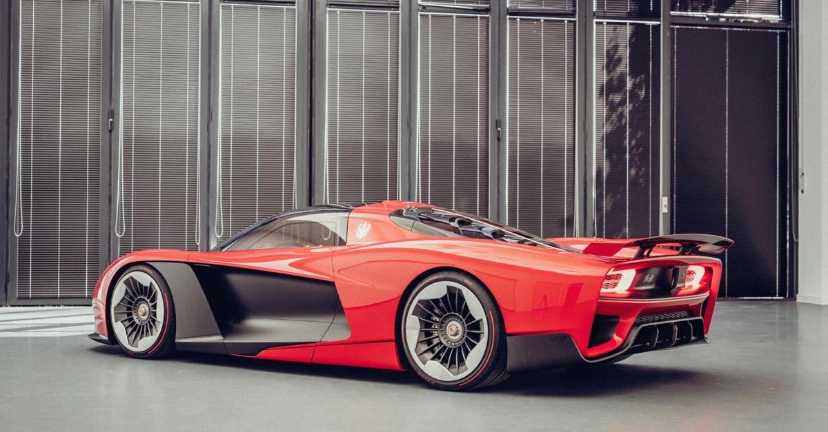 S9 был разработан бывшим дизайнером Volkswagen Group Вальтером де Сильва. Некоторые из его предыдущих проектов включают оригинальный Audi Q7 и купе A5, последнее - его любимый дизайн. S9 оснащен гибридным двигателем V8 с заявленной мощностью 1400 лош