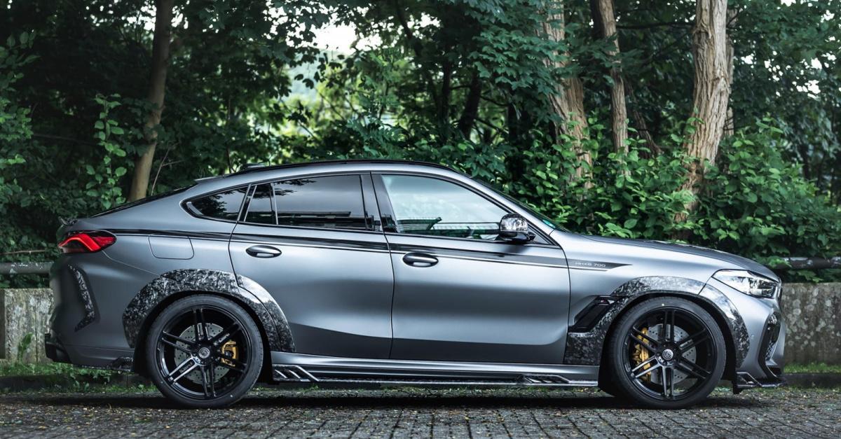 Новый автомобиль получил название MHX6 700 WB, причем последние две буквы обозначают комплект расширения, и именно здесь мы думаем, что Manhart чокнулся. Этот комплект из 24 деталей и полностью изготовлен из кованого карбона, известного благодаря Lam