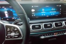 Дополнительное оснащение штатной мультимедиа навигацией и полезными функциями в новом Mercedes-Benz GLS 2020